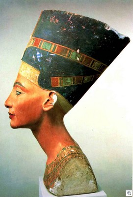 Nefertiti_profile